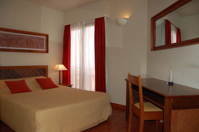 Chambre d'hôtel personnalisée et au confort d'une literie irréprochable