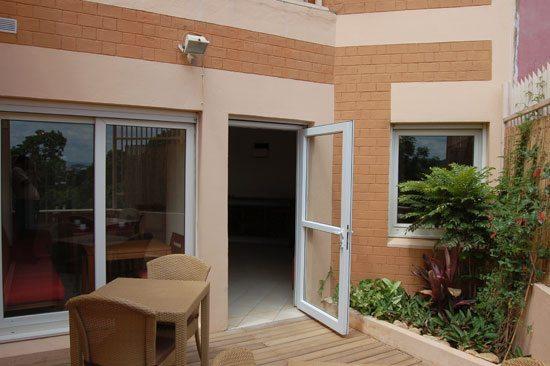 la salle de restauration et sa terrasse